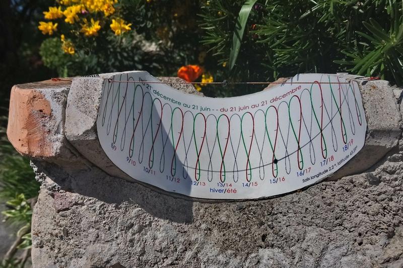 cadran solaire: photo prise à16 h 0 min  début Mai